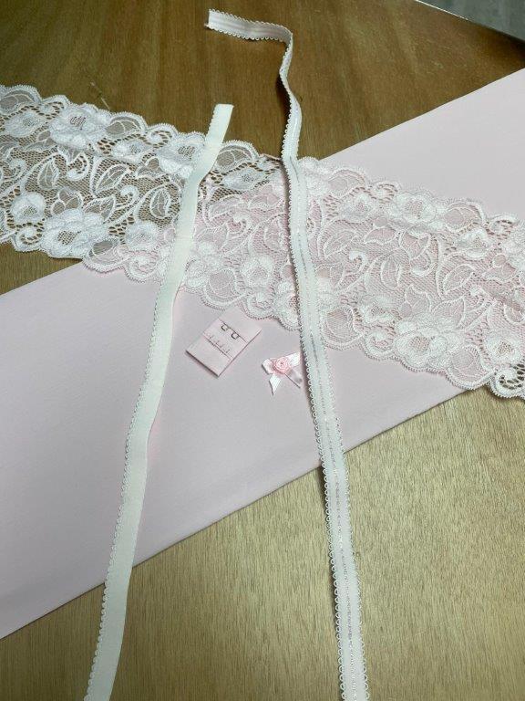 roze lingerie materiaal
