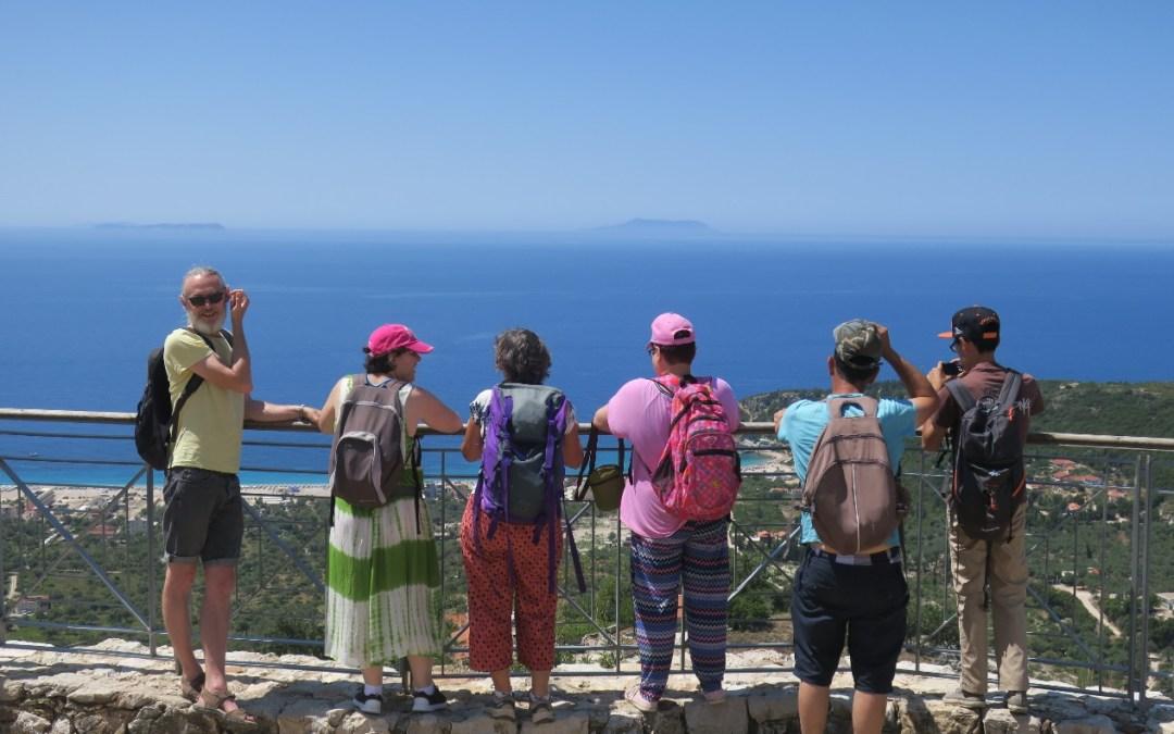 Accès Aventure par avec un groupe de vacanciers en bord de mer