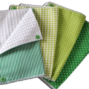 Lot essuies tout lavables, motifs pois et rayures vertes
