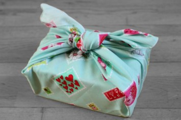 furoshiki enfant timbre fond vert