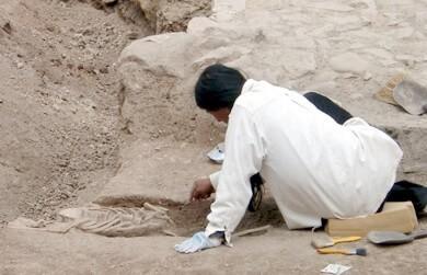 Óvatos kézzel: az indián régész római csontokat hoz felszínre