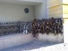 A pécsi lakatfal: lakatolnak rá lakatot rendületlenül :-)