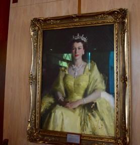 Elizabeth II, reine d'Angleterre et d'Australie. Portrait affiché au Parlement australien de Canberra