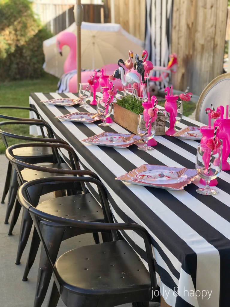 Black and white tablescaoe with flamingoes