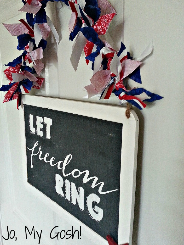 Patriotic chalkboard sign-- alternative wreath idea. Love the free printable and easy directions!