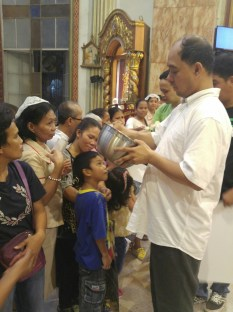 Bro. Carmelo on one of his healing sessions in St. Ildephonse de Toledo Parish in Guiguinto, Bulacan.