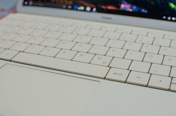 20160919-huawei-matebook-keyboard-1