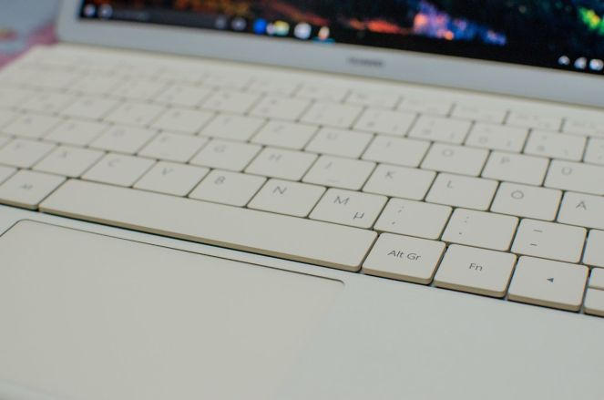 20160919-huawei-matebook-keyboard-1