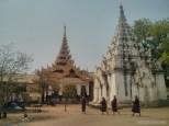 Bagan - monks 2