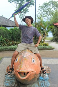 Bali travel - lake temple fish 1