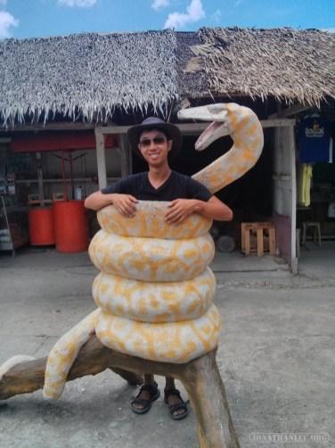 Bohol tour - mini zoo posing portrait