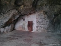 Cat Ba - hospital cave entrance