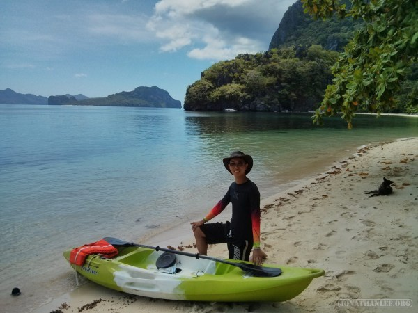 El Nido - kayaking beach portrait 1