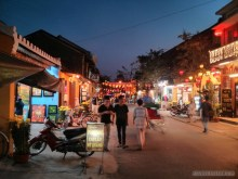 Hoi An - streets at night 1