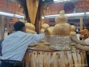 Inle Lake - Phaung Daw Oo golden lumps 1
