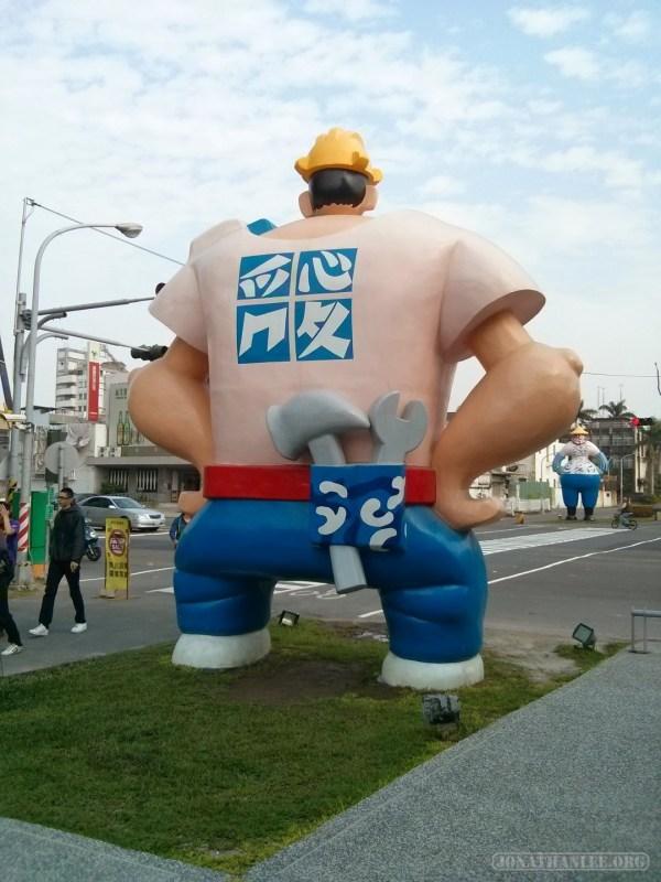 Kaohsiung - Pier 2 art statue 1