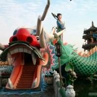 Kaohsiung - lotus pond riding on dragon