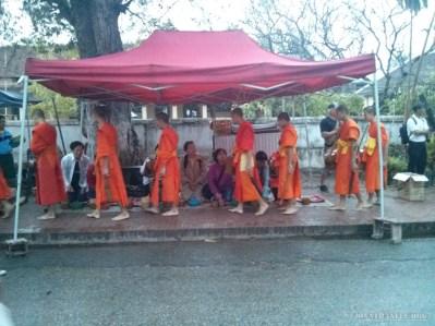 Luang Prabang - alms ceremony 3