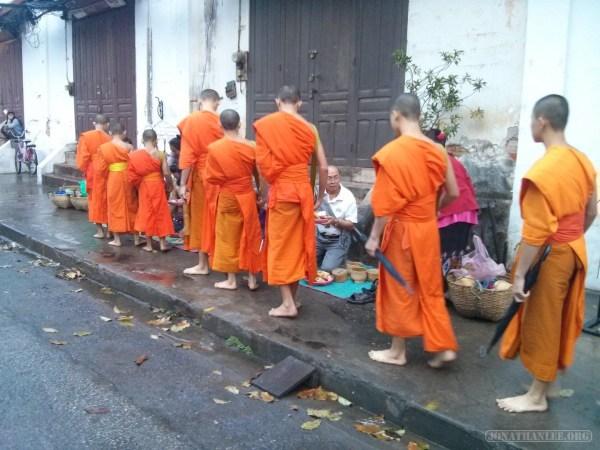 Luang Prabang - alms ceremony 6