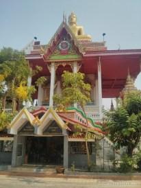 Nong Khai - river road temple 1