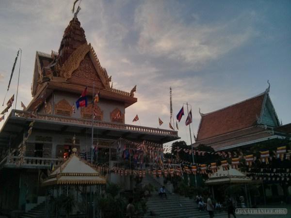 Phnom Penh - Wat Ounalom 3