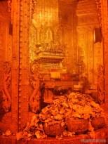 Yangon - Botahtaung pagoda Buddha hair 3