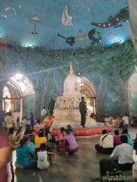 Yangon - Maha Wizaya Pagoda inside 1