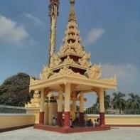 Yangon - Maha Wizaya Pagoda outside
