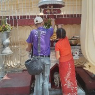 Yangon - Maha Wizaya Pagoda washing buddha