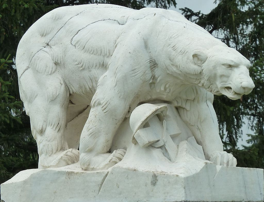 Polar_Bear_Monument_left-front