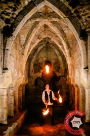 Performance photographer in North Lincolnshire - Jamie Waudby juggling in Thornton Abbey
