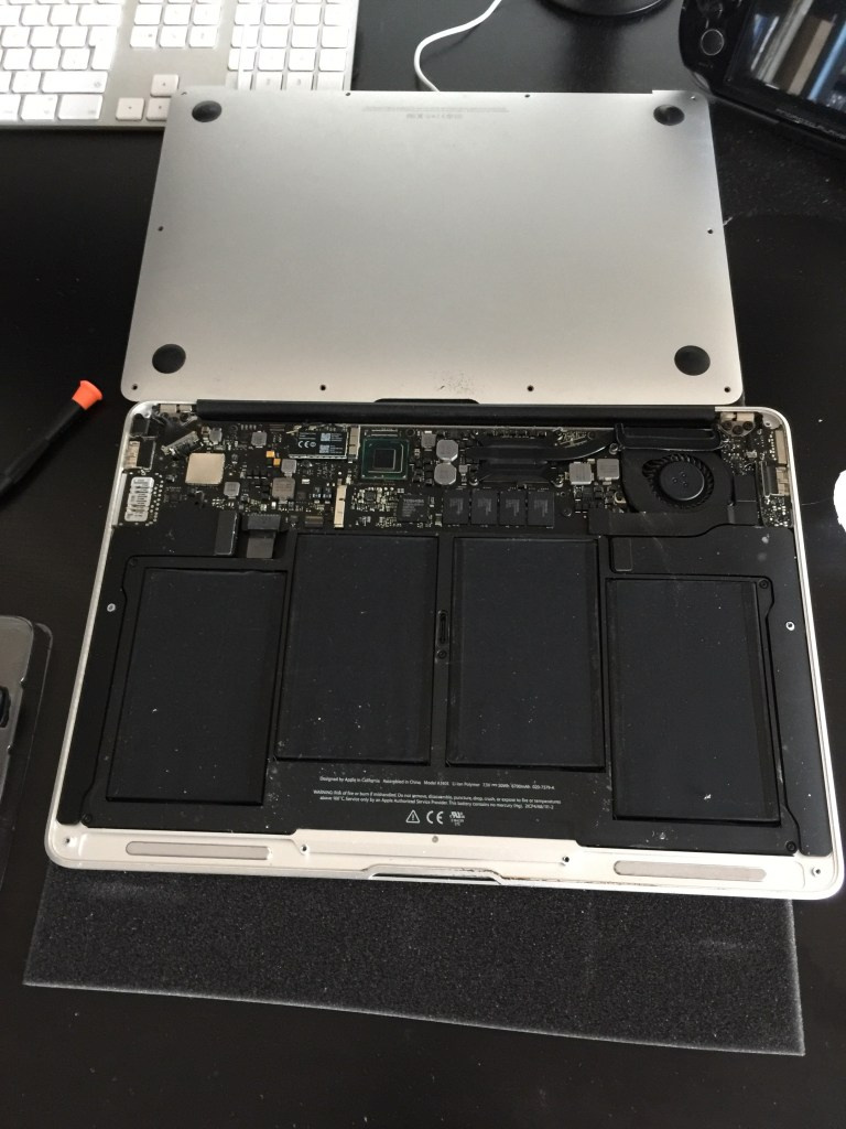 Read more about the article How to replace macbook air battery