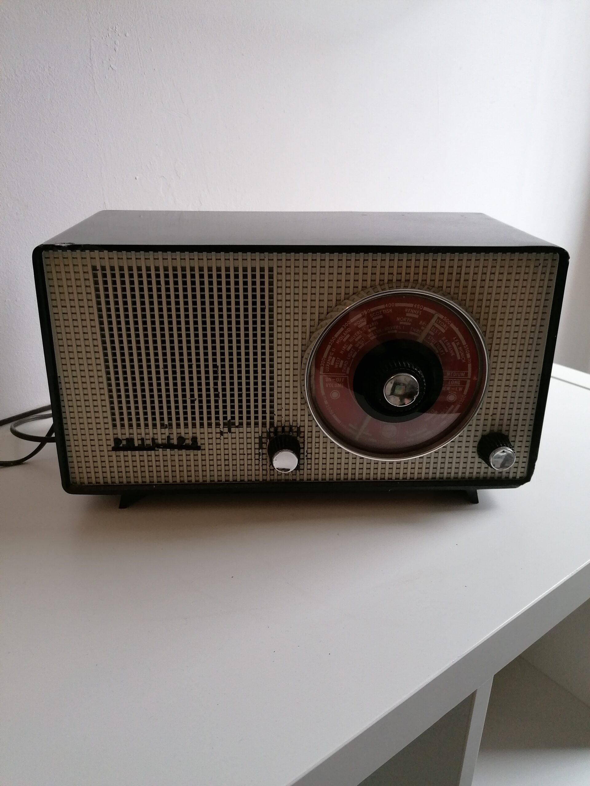 Read more about the article Philips B2G81U valve radio