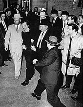 170px-Lee_Harvey_Oswald_being_shot_by_Jack_Ruby_as_Oswald_is_being_moved_by_police,_1963