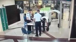 indonesia-pilot-suspected-to-be-drunk-fired-from-airline-world-of-buzz-2