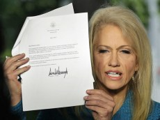 Kellyanne_Conway_with_Trump_letter