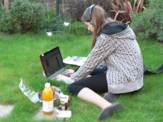 young-woman-on-laptop