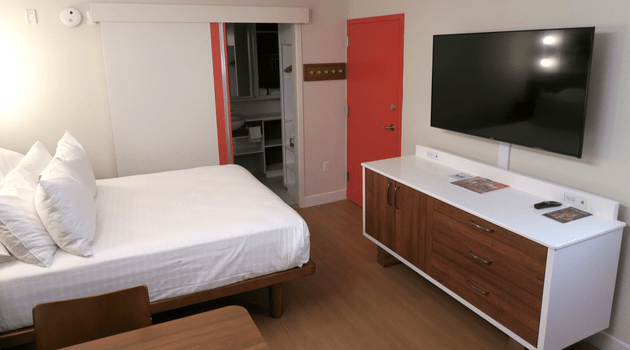 Disney S Pop Century Resort Room Review Amp Tour