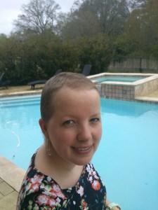 Ik net na de chemo in Amerika - heel trots op het beetje haar dat al is gegroeid!
