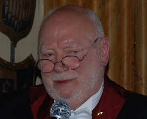 Bernt Lindqvist talar till Talenterna
