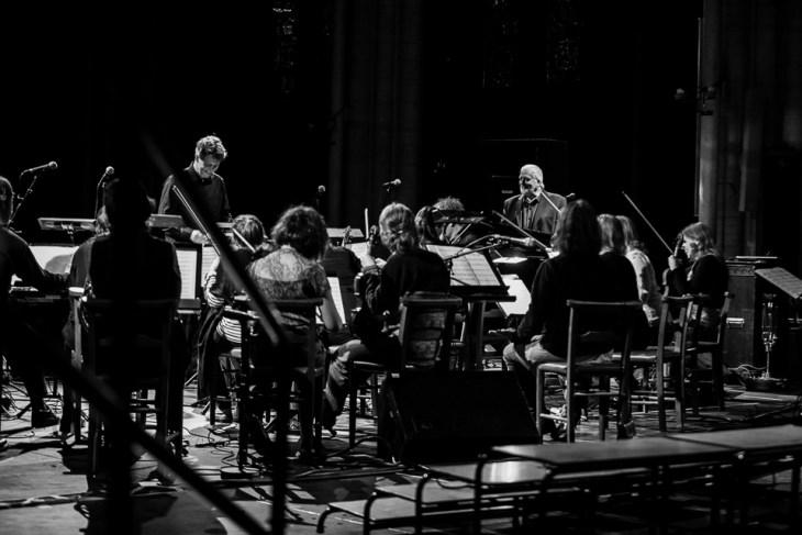 Conductor Torodd WIgum and Jon Lord smiliing between numbers
