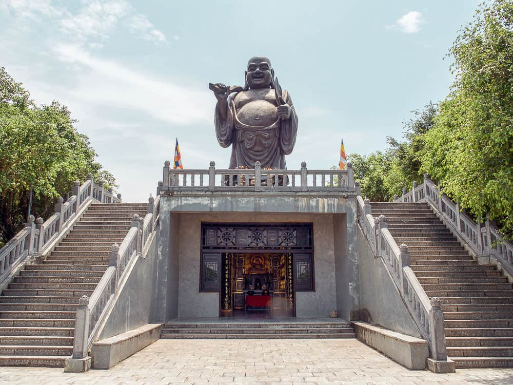 Continue uphill to the second level and discover the large golden Buddha. Walk into the great hall and prepare to be in utter awe at the impressive golden Buddha that sits behind a haze of incense smoke.