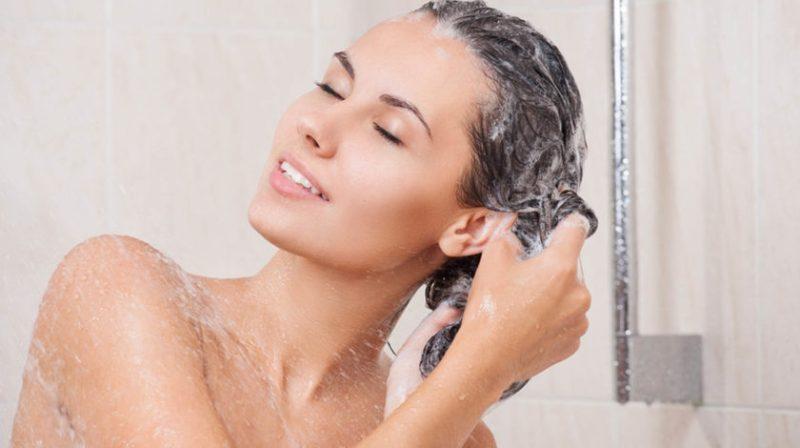 como lavar cada tipo de cabelo 840x470 - Qual a Diferença Entre Shampoo Transparente e Shampoo Perolado?