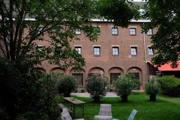 De binnentuin van het klooster wordt gedeeld door de bewoners. Grote delen van het oorspronkelijke tuinaanleg zijn behouden.