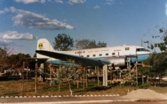 Avião foi levantado à uma altura maior em 1990.