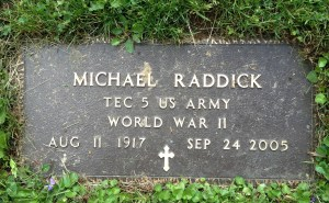 Headstone reading: Michael Raddick, TEC 5 US Army, World War II, Aug 11 1917 - Sep 24 2005
