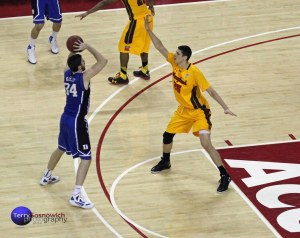 Maryland's Alex Len defends against Ryan Kelly