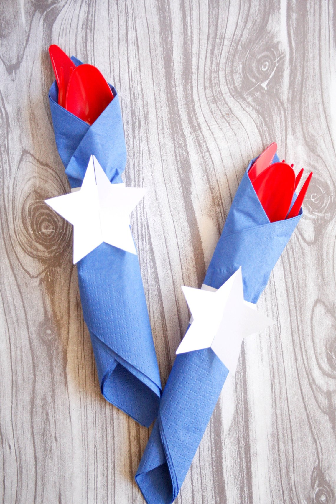 Add some more red and blue to your patriotic party with these easy diy napkin rings.