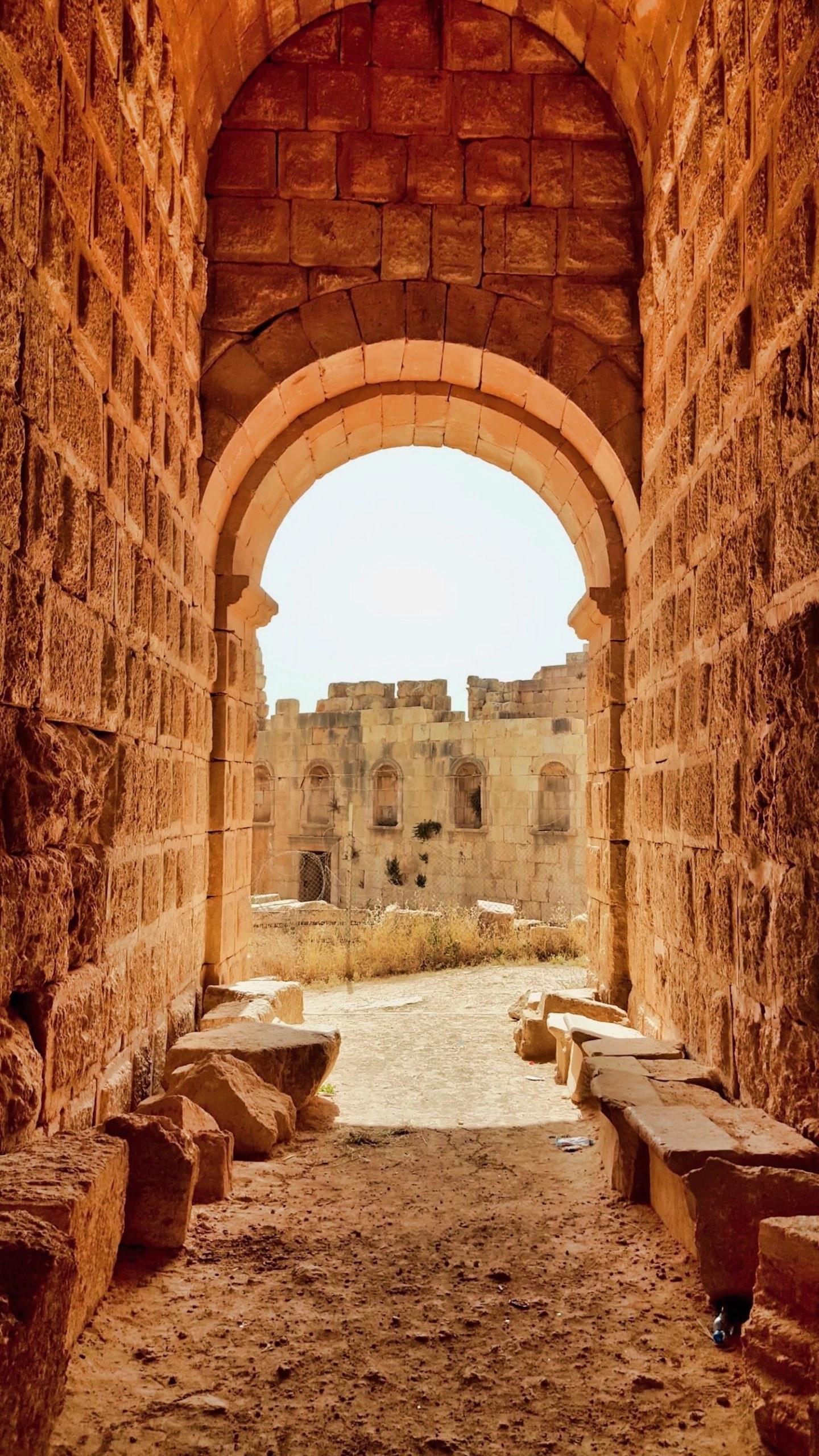 10 Days in Jordan - Jerash Doorway
