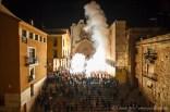 Encesa conjunta de tots els Balls de Diables davant la catedral de Tarragona